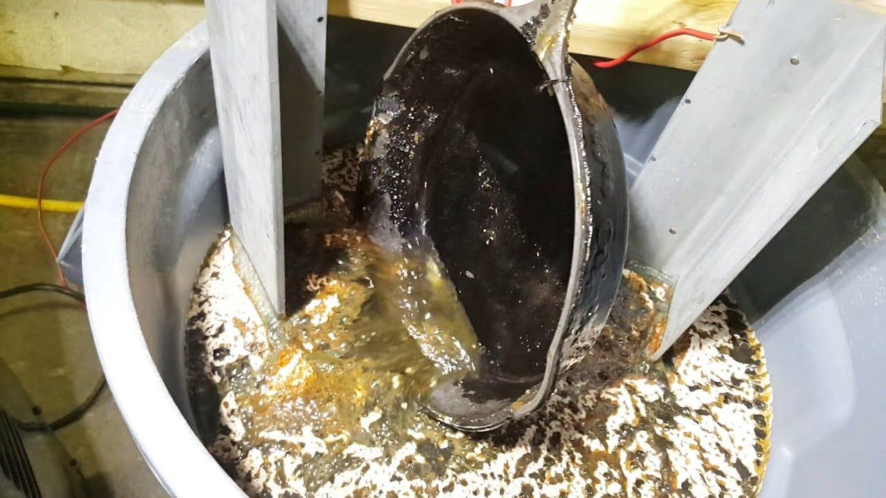 Electrolysis⚡ - Restoring a Cast Iron Skillet