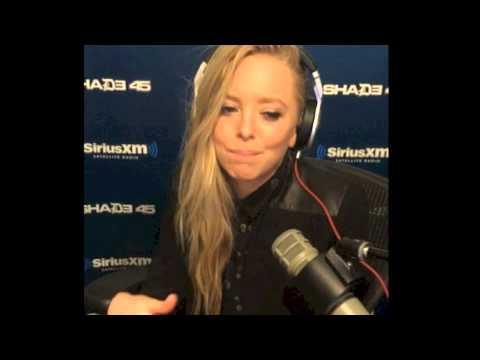 """Portia Doubleday raps Eminem's """"Rap God"""" verse on All Out Show"""