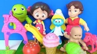 Niloya dondurma ile oyun parkında Heidi Şirine ve peluş oyuncak Tospik ile Niloya şeker sayıyorlar