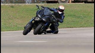 Mire jó három kerék egy motoron? - Yamaha Niken