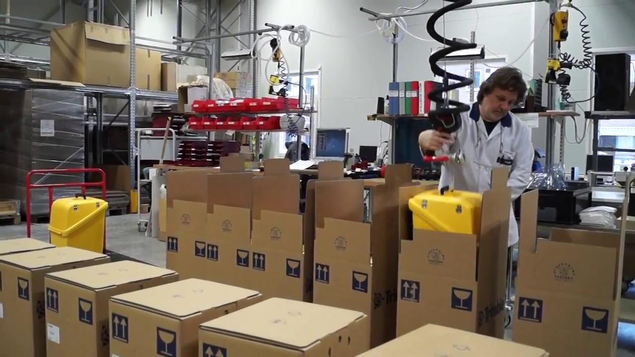 Elevador por vacío para manipular bidones con asa