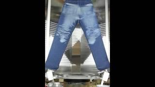 かつて、ダメージジーンズを作るのは肉体労働だったけど、レーザー技術の開発によりあっという間にできるようになった。