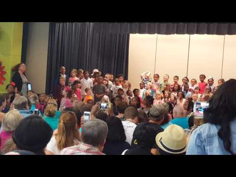 "Emma's kindergarten graduation 🎓 singing ""Best Year Of My Life"""