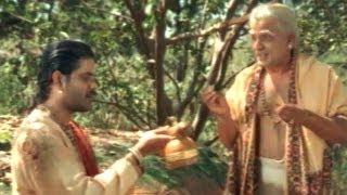 Annamayya Scenes - Narada Presents Tambura To Annamayya - Nagarjuna, Avs