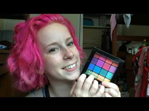 ASMR - Tapping on makeup!