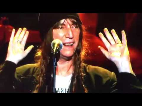 Patti Smith sings  Because the Night on Springsteen Tribute