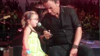 Bruce Springsteen - 4yr old sings Waitin on a Sunny Day - Los Angeles 4/27/12