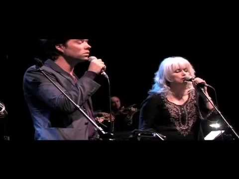 I Eat Dinner - Rufus Wainwright and Emmylou Harris - Meltdown 2010 Celebration of Kate McGarrigle