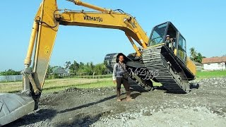 Excavator and Toyota Dyna Dump Truck Working Keihatsu 921C