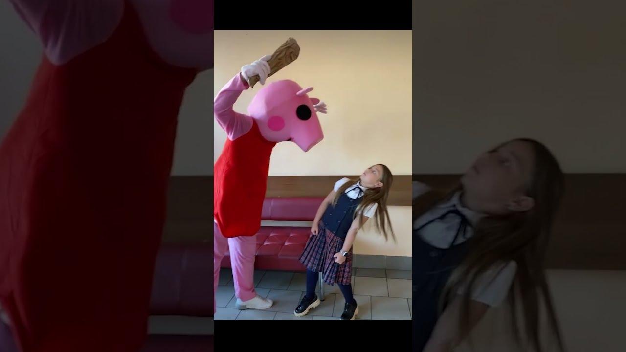 Пытаюсь успокоить Пигги Роблокс! Watch Me * Trying to calm Piggy Roblox!