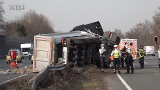 03.03.2021 - VN24 - Dump truck overturns on central guardrail of the A1