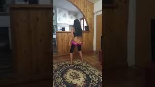 Süper Kız Evde kuchek Dansı İzlenmeye değer 2018