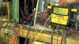 How does the water valve setting affect the head and suction pressure on the water source heat pump