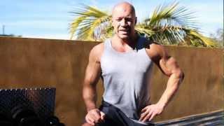 видео Выпады со штангой на плечах: особенности выполнения упражнения