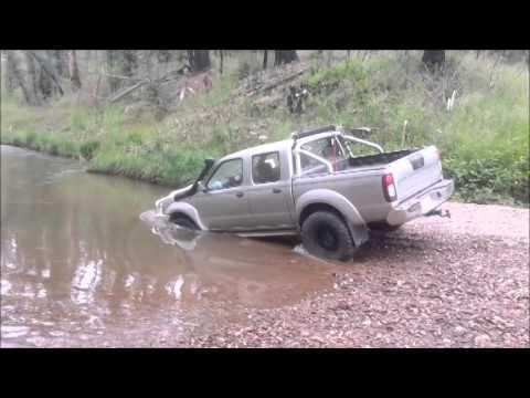 Navara D22 (SXY) Creek crossing, Floating