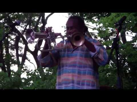 Freddie Jones playing trumpet and flugelhorn simultaneously