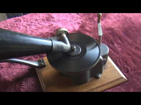 1901 Victor Type A Top Wind Phonograph Playing 1900 Zonophone Record