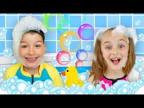 Sasha And Max Sing Bath Song & Plays With Inflatable Toys For Pool
