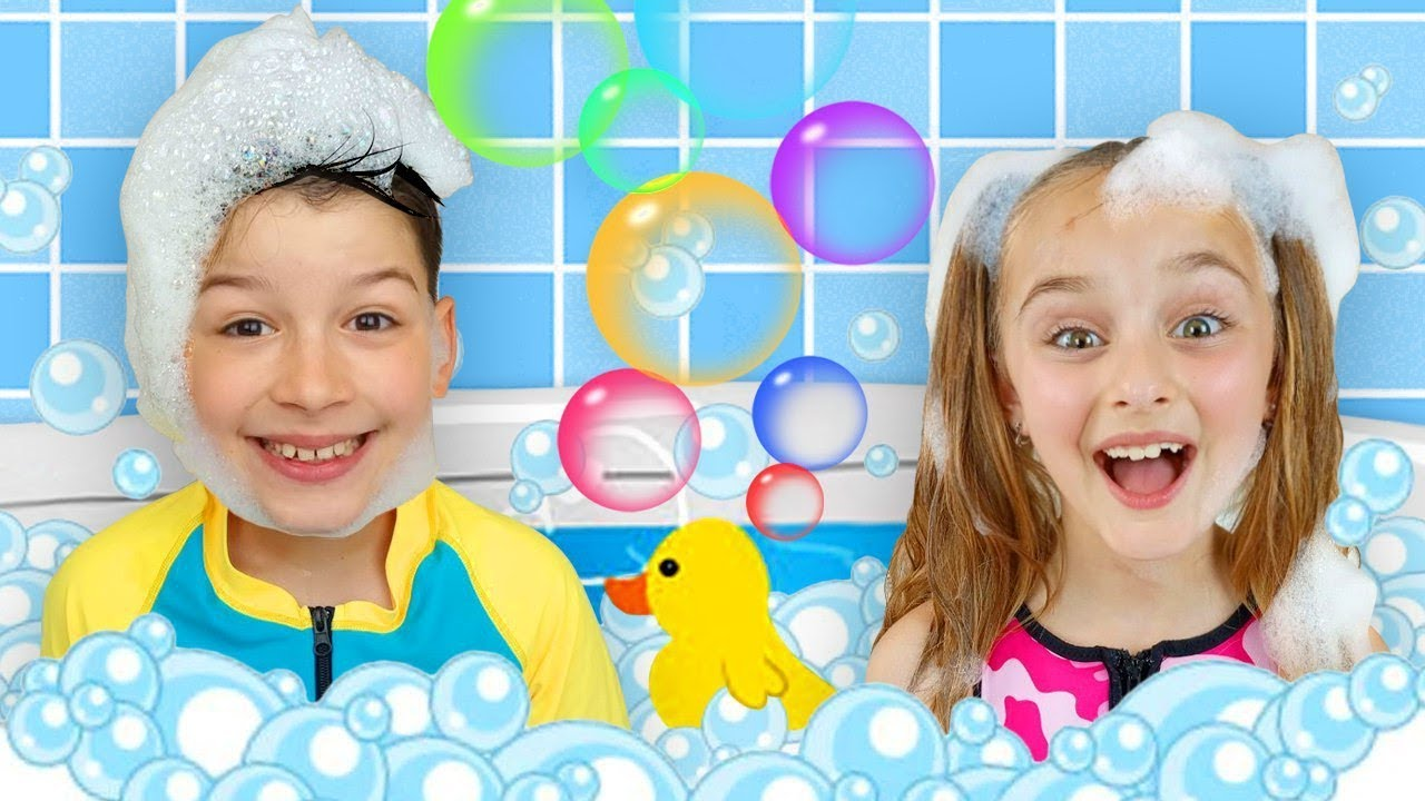 Download Sasha and Max sing Bath Song & plays with Inflatable Toys for Pool
