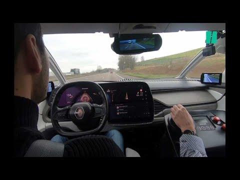 On a conduit Symbioz, la voiture électrique et autonome de Renault