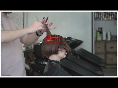 how to cut short women's haircut with disconnection, layers, graduation mix