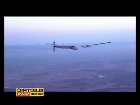 Solar Impulse 2 atterra al Cairo - Electric Motor News n° 23 (2016)