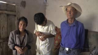 Anciano de 80 años cuida a sus hijos que sufren problemas mentales
