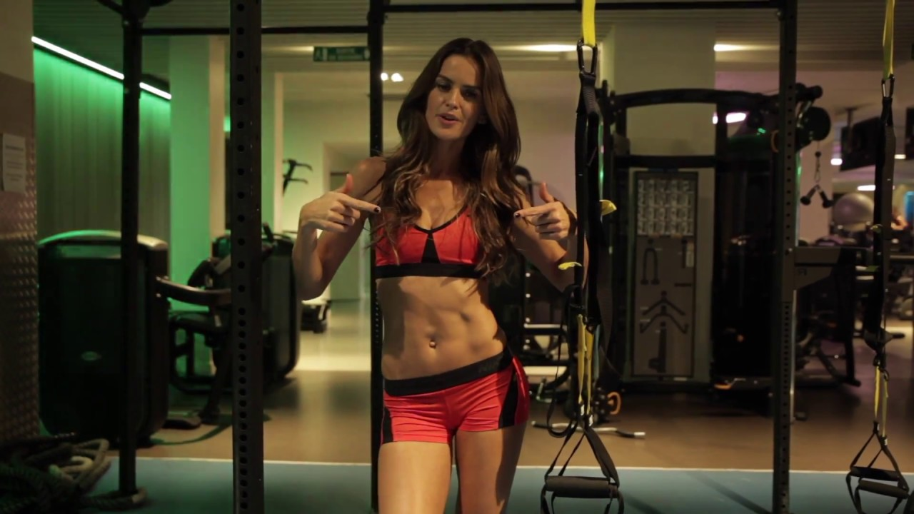 Izabel Goulart sculpts her abs  Supermodel prep for Victorias Secret  VOGUE PARIS