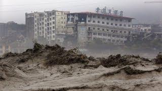 В Китае наводнение снесло многоэтажки