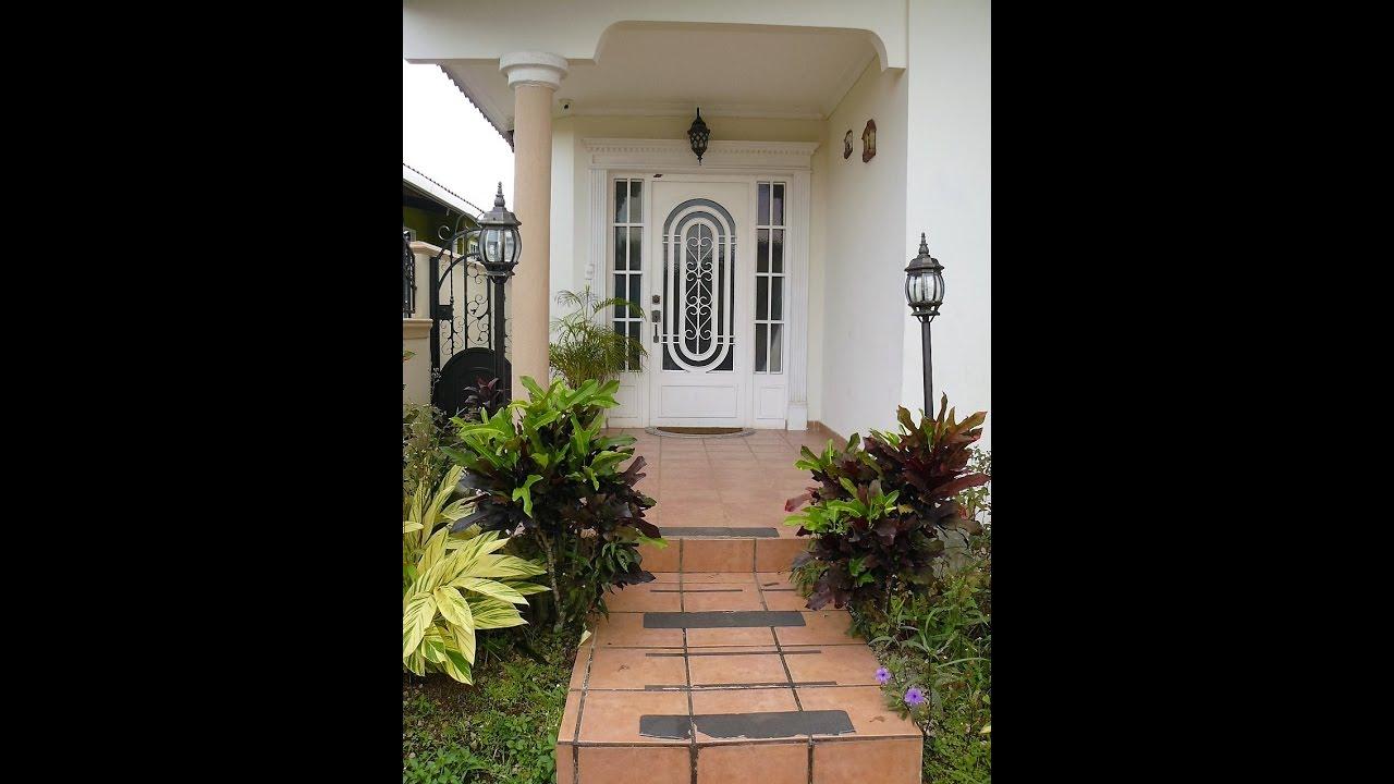 Casa en venta en panama brisas del golf con den terraza for Terrazas traseras