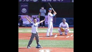 柳沢慎吾が一人7役で「日本一長い始球式」 手元の時計では12分30秒...