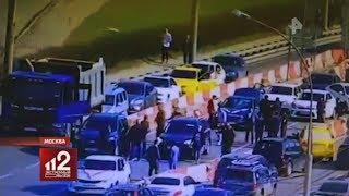 Гости кавказской свадьбы толпой избили москвича на дороге