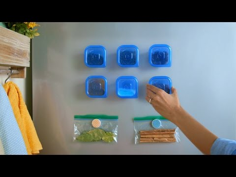 de-clutter-your-kitchen-with-magnetic-spice-storage-using-ziploc®-containers