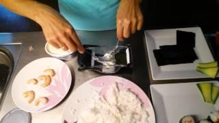 Роллы и суши в домашних условиях. Машинка для роллов с Алиэкспресс.(Легко можно сделать суши и роллы дома с помощью специальной машинки. Ингридиенты: Рис для суши Водоросли..., 2015-12-14T09:18:58.000Z)