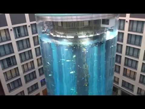 AquaDom - Аквариум с лифтом в берлинской гостинице