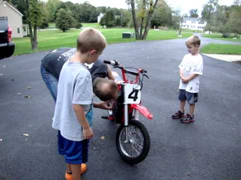 The Boys Got A Razor Mx500 Dirt Bike Youtube