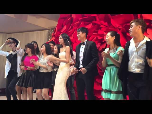 Công Vinh - Thuỷ Tiên nhảy trên sân khấu ngày cưới