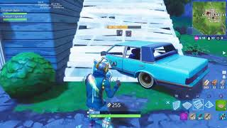A Glitch to become invisible on Fortnite???