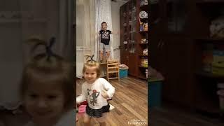 Дети танцуют под сергей лазарев это всё она
