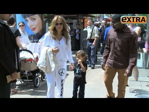 Jennifer Lopez Visits the Easter Bunny with Kids