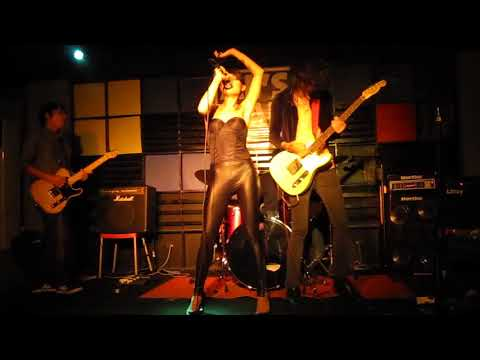 "Yeah Yeah Yeahs -  ""Maps"" Cover by TURBO GOTH (Live Manila, June 19, 2010)"