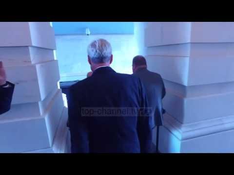 FBI bastis shtëpinë e ish-kreut të fushatës së Trump - Top Channel Albania - News - Lajme