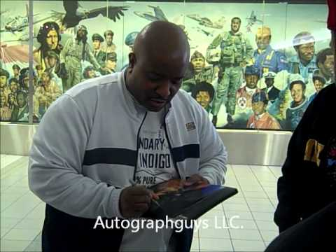 YOUNG MC MARVIN YOUNG SIGNING AUTOGRAPHS AT LAMBERT AIRPORT IN ST. LOUIS, MO