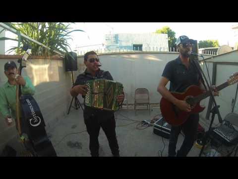 Flor Hermosa - Gustavo Chirrines Con Tololoche En Los Angeles Riverside