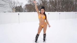 Bikini Snowball FIGHT!