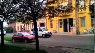 Tucatnyi rendőrautó vonult végig a hódmezővásárhelyi Petőfi utcán. ...