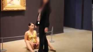 Artista Expone Su Vagina Frente A \
