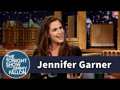 Jennifer Garner Juggled Babies During the Super Bowl