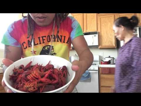 AMBW Vlog: This How We Eat CRAWDADS /CRAWFISH. Moms Home style Cooking.