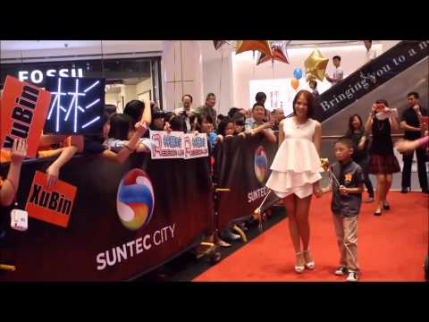 Tracy Lee at Star Awards Red Carpet